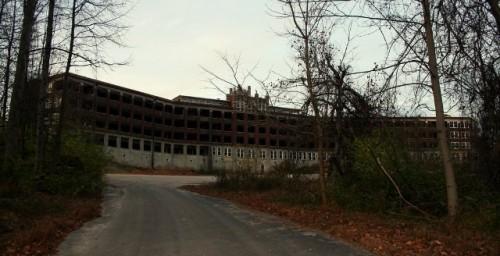 File:Waverly-hills-sanatorium-500x256.jpeg