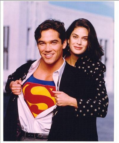 File:Lois and Superman 2.jpg