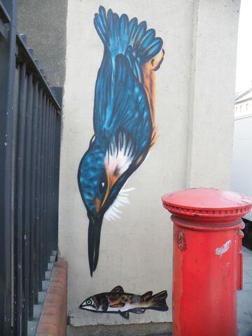 File:Kingfisher mural Secret Garden - Battersea Park Road.JPG