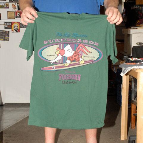 File:FOGHORN LEGHORN SURFBOARDS T SHIRT LOONEY TUNES 1990'S MINT LARGE VINTAGE.jpg