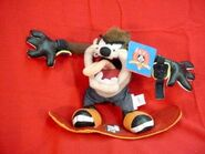 LOONEY TUNES TAZ on SKATEBOARD - 1998 - ORIG TAGS - NEVER PLAYED WITH