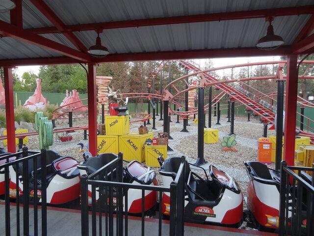 File:Road Runner Express - Six Flags Magic Mountain.jpg