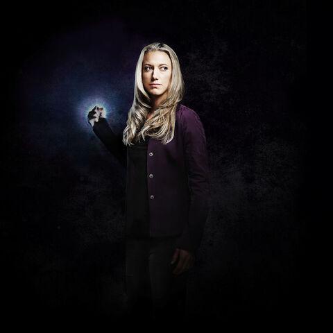File:Season 5 Lauren (fist).jpg