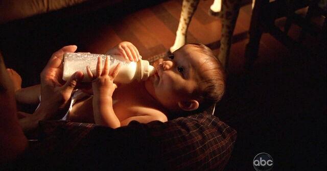 Archivo:5x01 BabyMiles.jpg