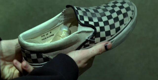 File:Charlie'sShoeSize8.jpg
