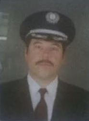 Archivo:4x02 Pilot's Sexy Moustache.jpg