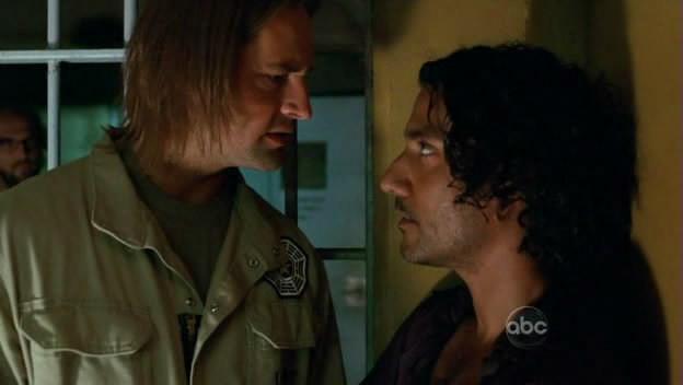 File:5x10-sawyer-trying-to-save-sayid.jpg