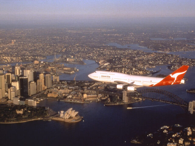 File:QuantasoverSydney.jpg