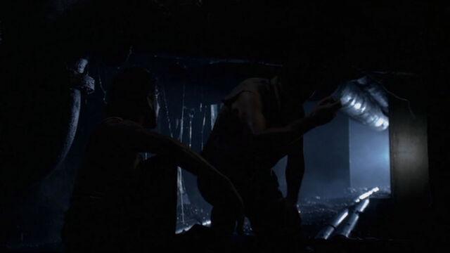 Ficheiro:2x04-Sayid and Jack in Swan foundations.jpg