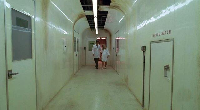 Ficheiro:Med station corridor2.jpg