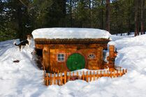 Bilbo-house-winter-lg