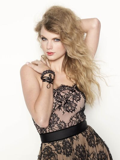 Taylor Swift Glamour4
