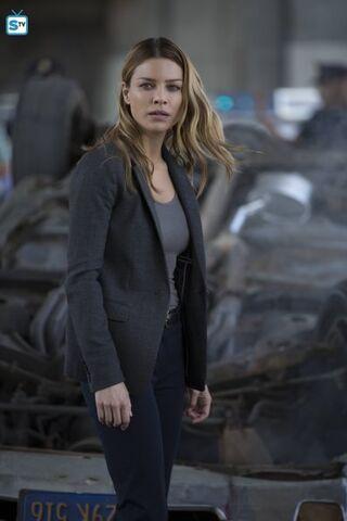 File:101 Chloe car wreck.jpg