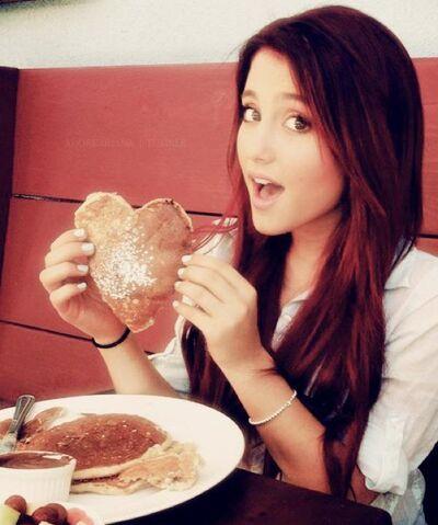 File:Ariana-grande-breakfast-cat-valentine-cute-girl-Favim.com-305986.jpg