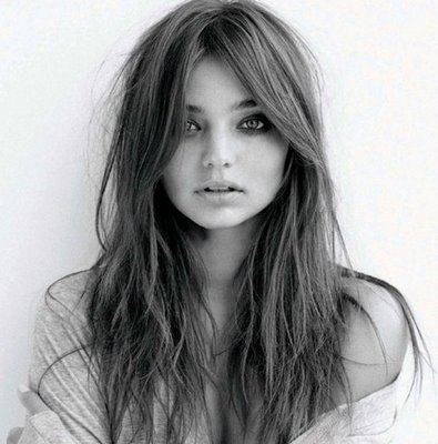 File:Miranda Kerr haircuts trends 2009-3.jpeg