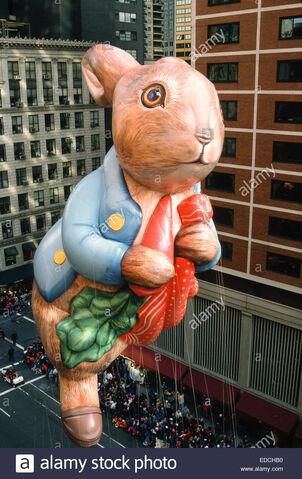 File:Pater-rabbit-balloon-macys-thanksgiving-day-parade-nyc-EDCHB0.jpg