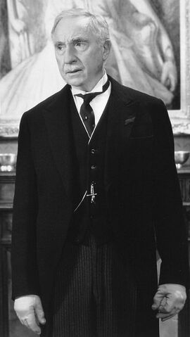 File:Nigel Hawthorne as Lord Covington.jpg