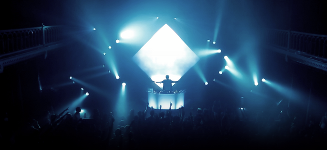 File:Madeon live 01.png