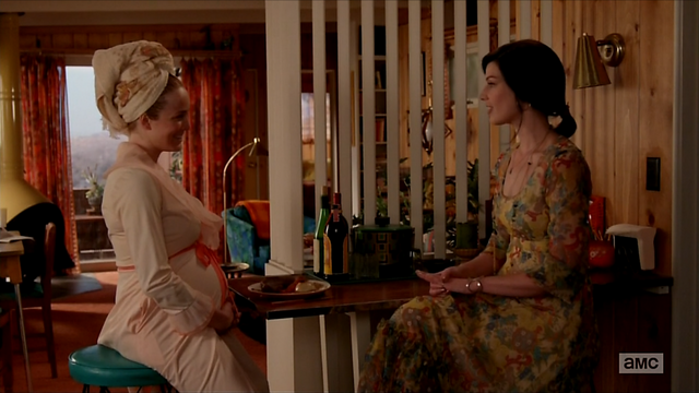 File:7x05 Megan's outfit 02.png