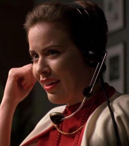 File:Lois-Sadler-phone-3.jpeg