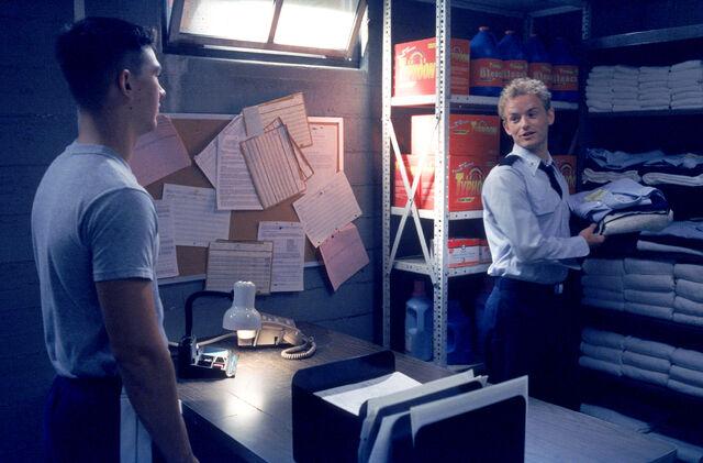 File:Malcolm In the Middle - Set Still - S02E08 (3).jpg
