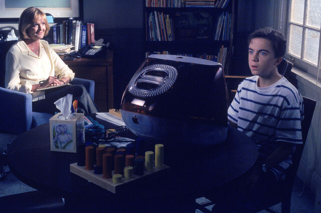File:Malcolm In the Middle - Set Still - S02E08 (5).jpg