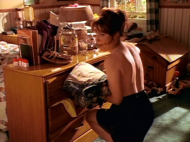 File:Lois Topless.png