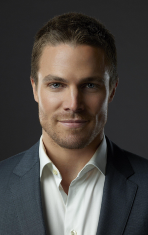 File:Stephen Amell Arrowverse.png