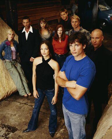 File:Smallville tv series cast-2004-2005.jpg