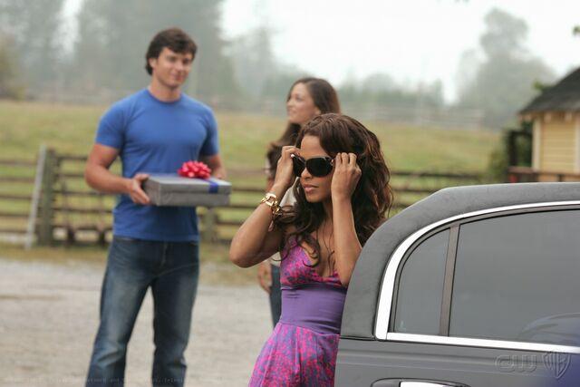 File:Smallville Episode Action 001.jpg