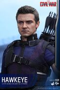 Hawkeye Civil War Hot Toys 19