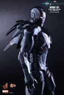 IRON MAN Mark VII Stealth Mode Hot Toys 01