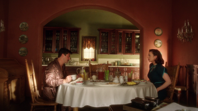 File:Howard & Peggy - Breakfast (2x10).png