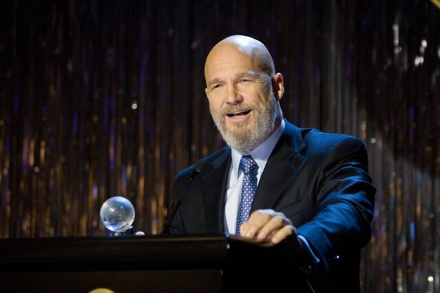 File:Obadiah-Stane-Accepts-Award-IM.jpg