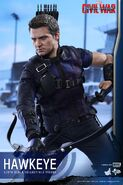 Hawkeye Civil War Hot Toys 15