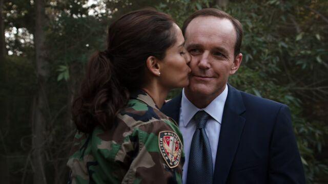 File:Camilla kiss Phil.jpg