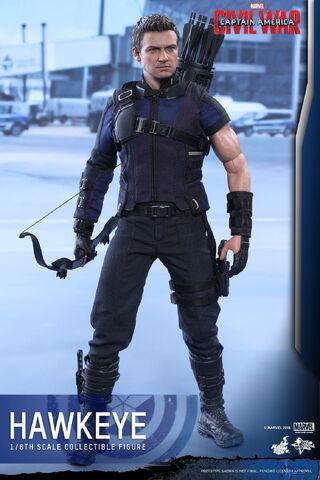 File:Hawkeye Civil War Hot Toys 11.jpg