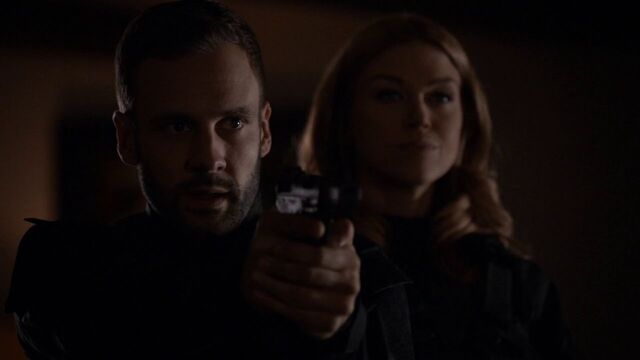File:Lance-Hunter-Bobbi-Morse-Gun-Aftershocks.jpg