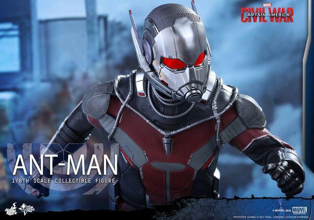 File:Ant-Man Civil War Hot Toys 17.jpg