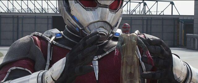 File:Vision Giant-Man Captain America Civil War.JPG