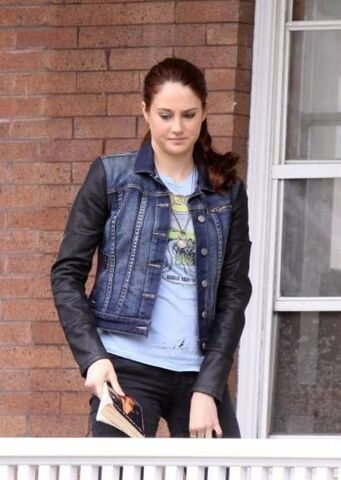 File:1363085329 shailene-woodley-amazing-spider-man-2-set-nyc-03-11-13-splash-spl509003 006.jpg