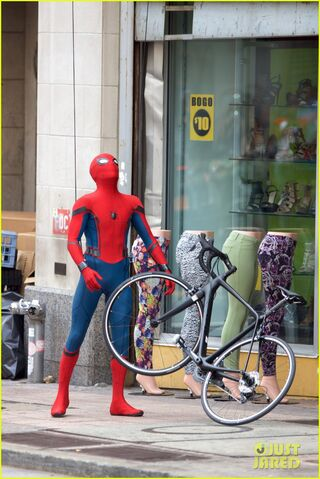 File:Spider-man-swings-into-action-on-set-11.jpg
