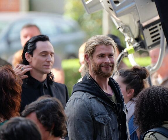 File:Thor - Ragnarok - Set - August 21 2016 - 13.jpg