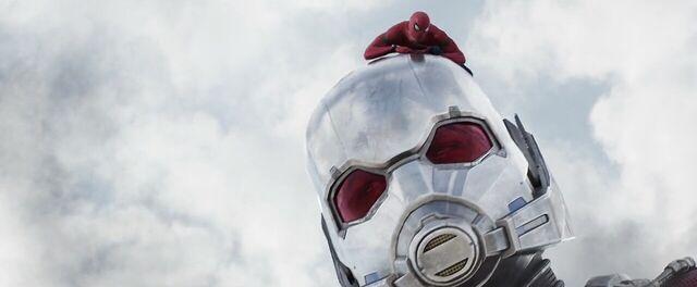 File:Spider-Man Giant-Man Captain America Civil War.jpg