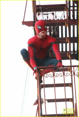 File:Tom-holland-performs-his-own-spider-man-stunts-on-nyc-fire-escape-17.jpg