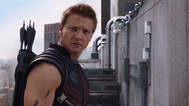File:HawkeyeWatchesRomanoff-Avengers.png