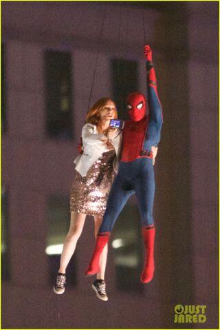 File:Spider-man-stunt-doubles-helicopter-scene-02.jpg
