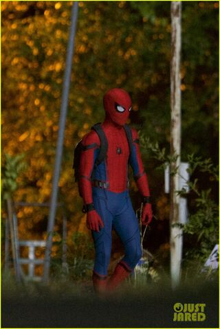 File:Tom-holland-spiderman-night-shoots-stunt-note-08.jpg