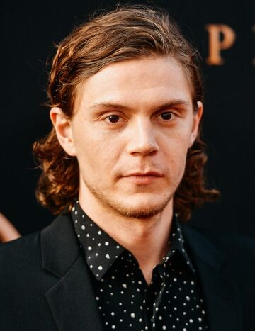 File:Evan Peters.jpg