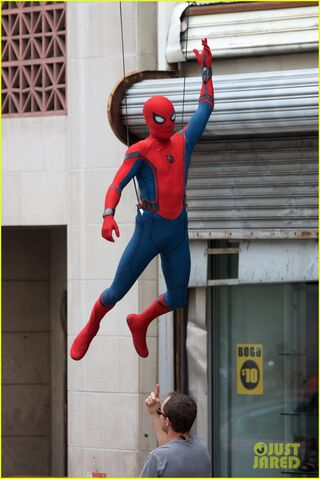 File:Spider-man-swings-into-action-on-set-15.jpg
